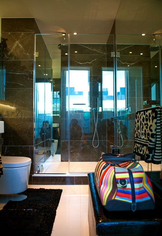 En-suite bathroom with large shower (1)