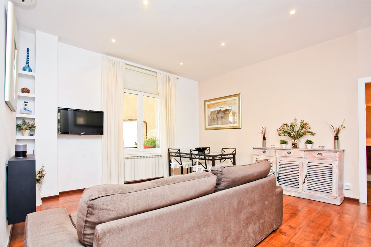 Luxurious high quality apartment fully equipped only minutes from La Sagrada Familia