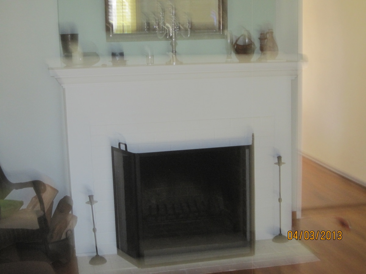Fireplace in entryroom