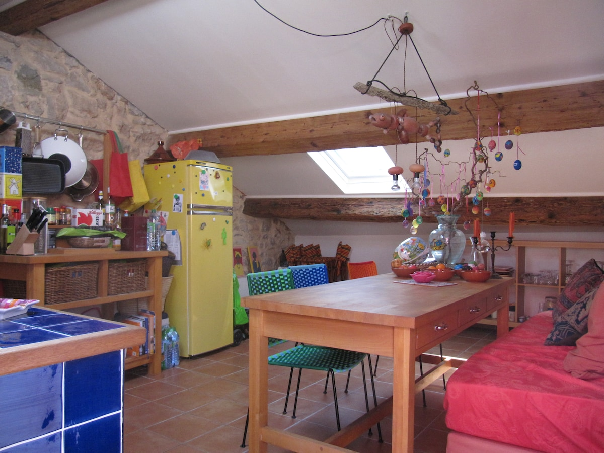 The kitchen with wooden beams, stone wall and terracotta floor tiles: you will feel cozy and comfy