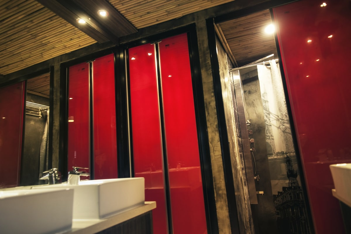 Shower rooms and sinks
