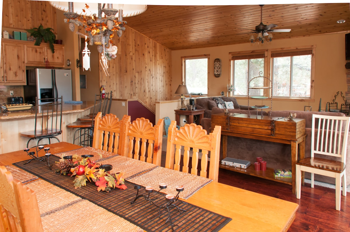 spacious dining area, gorgeous vaulted ceilings