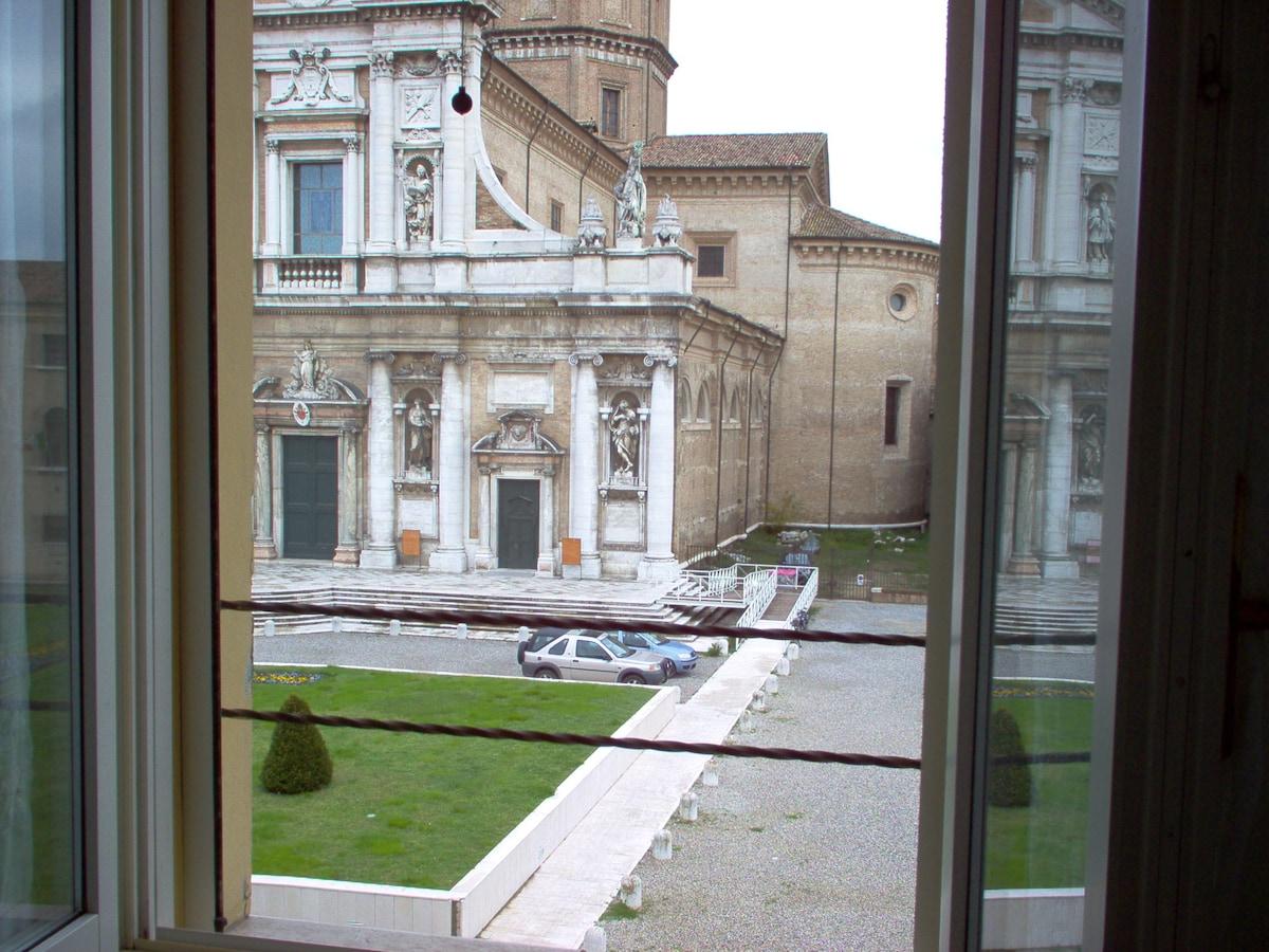 Vista dalla finestra - window view