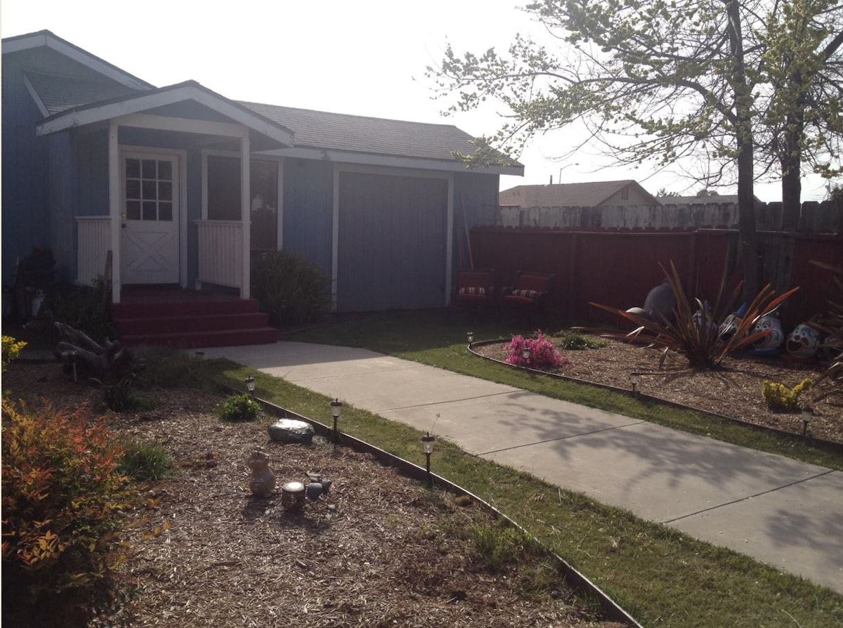 Comfortable 3 bedroom family home includes bbq and patio for kids to play in.  Plenty of parking.