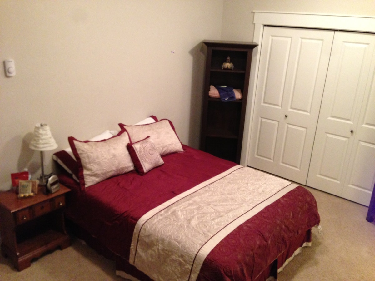 Spacious room with Queen sized bed and closet. Reading chair and book shelves to make you feel at home.