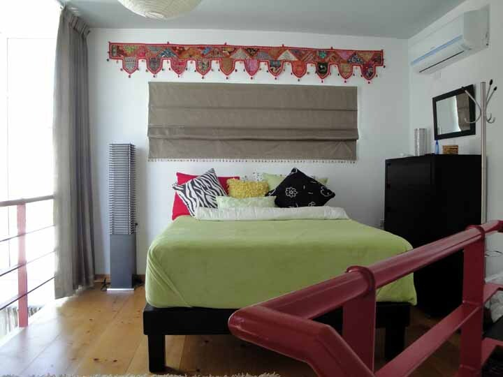 Loft bedroom with a very comfortable Queen size bed. We use only Egyptian cotton and high quality linens.