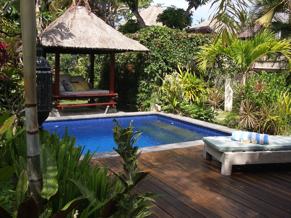 pool, sunbathing deck and bale.