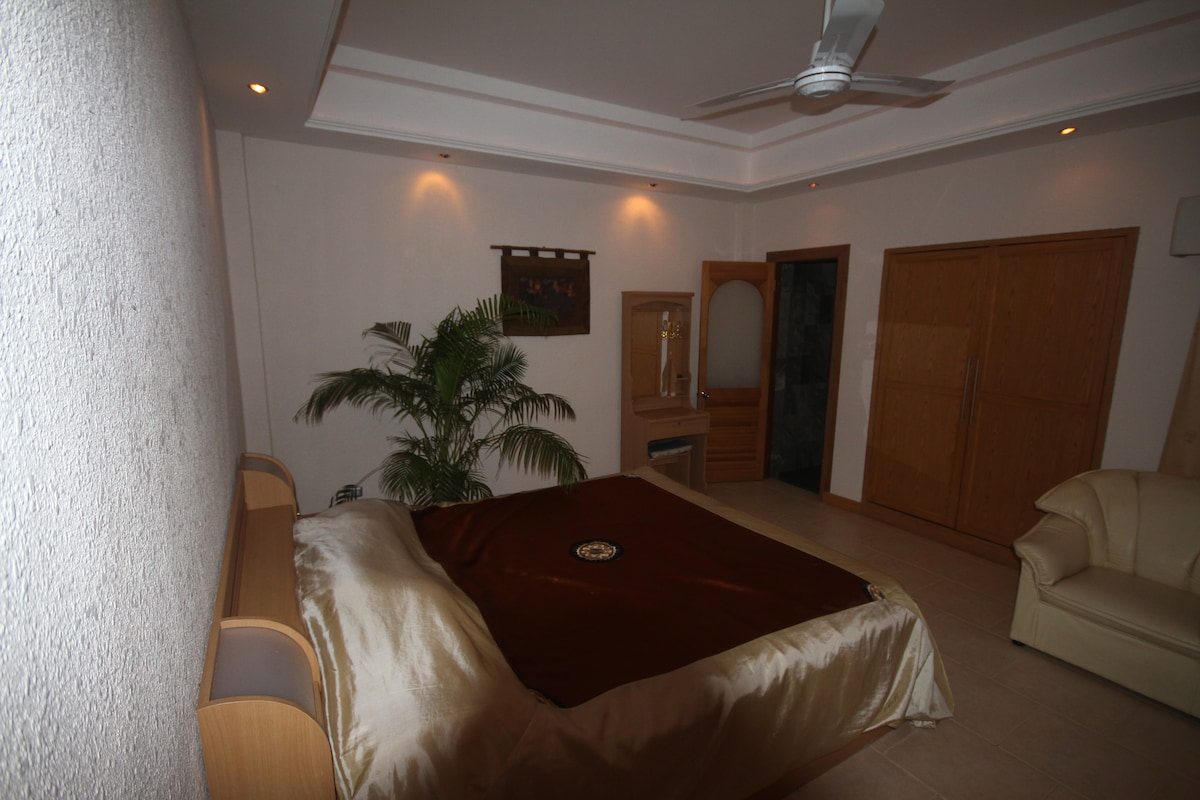 Luxury 1 Bed Condo 100m From Beach