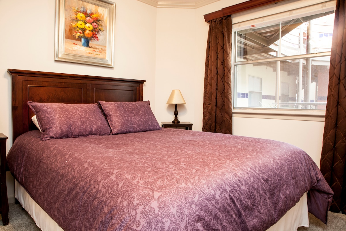 Luxurious 400TC Egyptian Cotton bedding to retreat to after a full day!