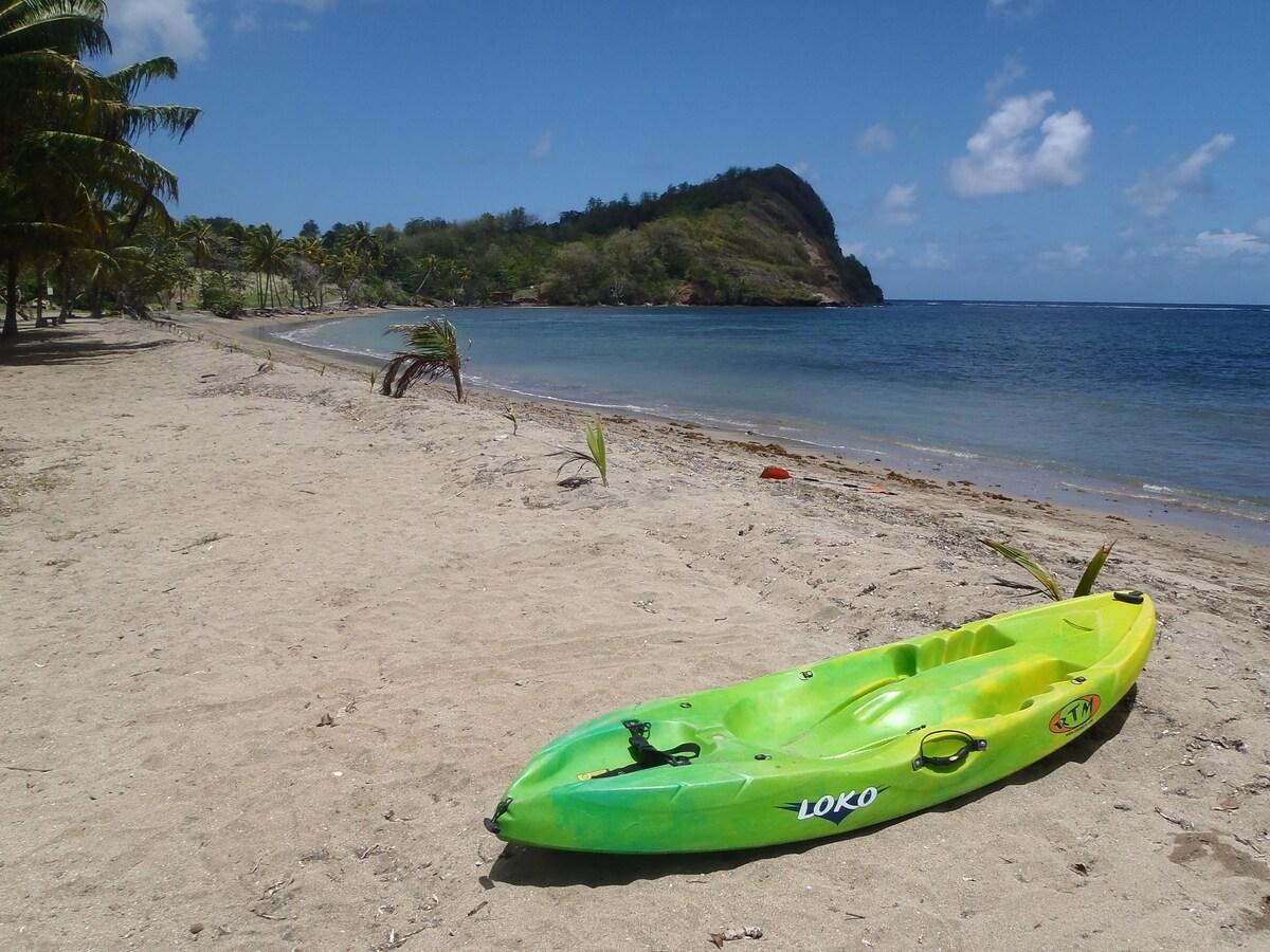 Plage de Luciole à 2 min: Kayak à louer, gratuit pour une semaine de location mini. Beach called Luciole, 2 min from home! Kayak for rent, free for one week rental.