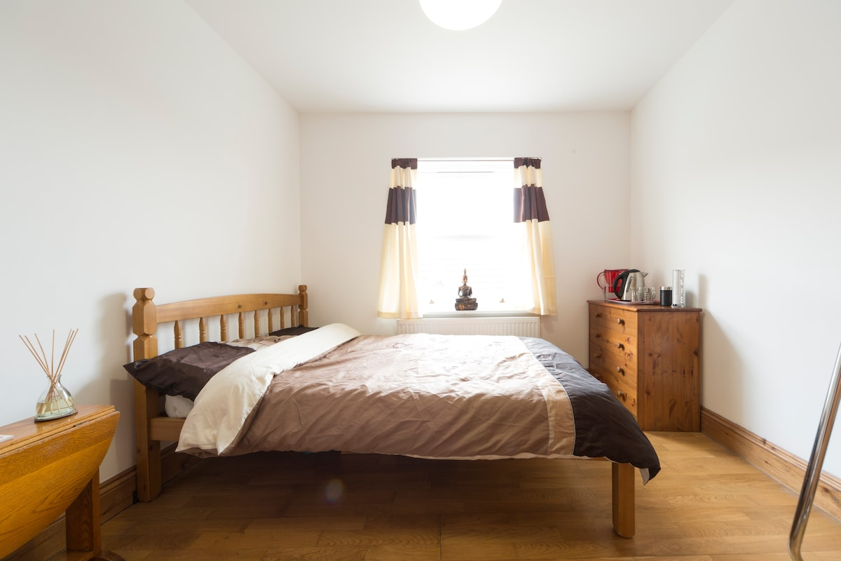 The guest room has a queen size bed with brand new bouncy pillows, quilt and bedding
