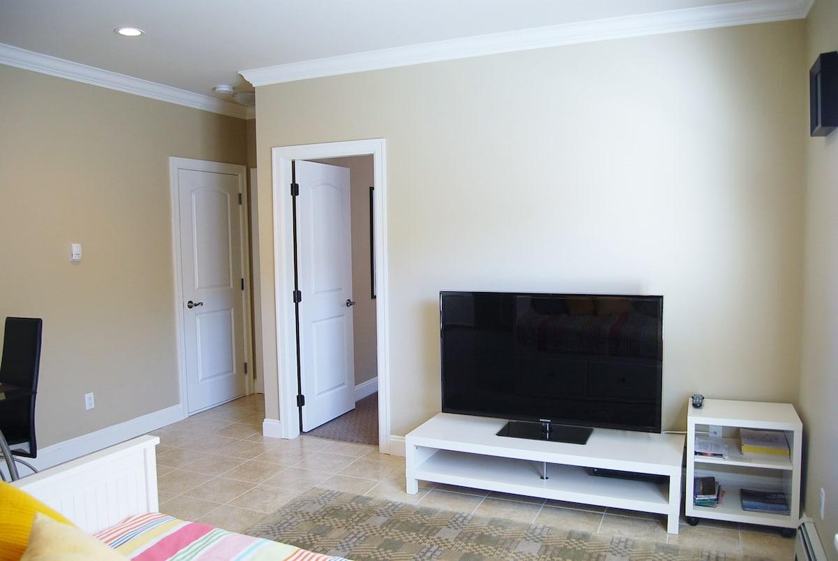 Private 1 Bdr. Suite Surrey Center