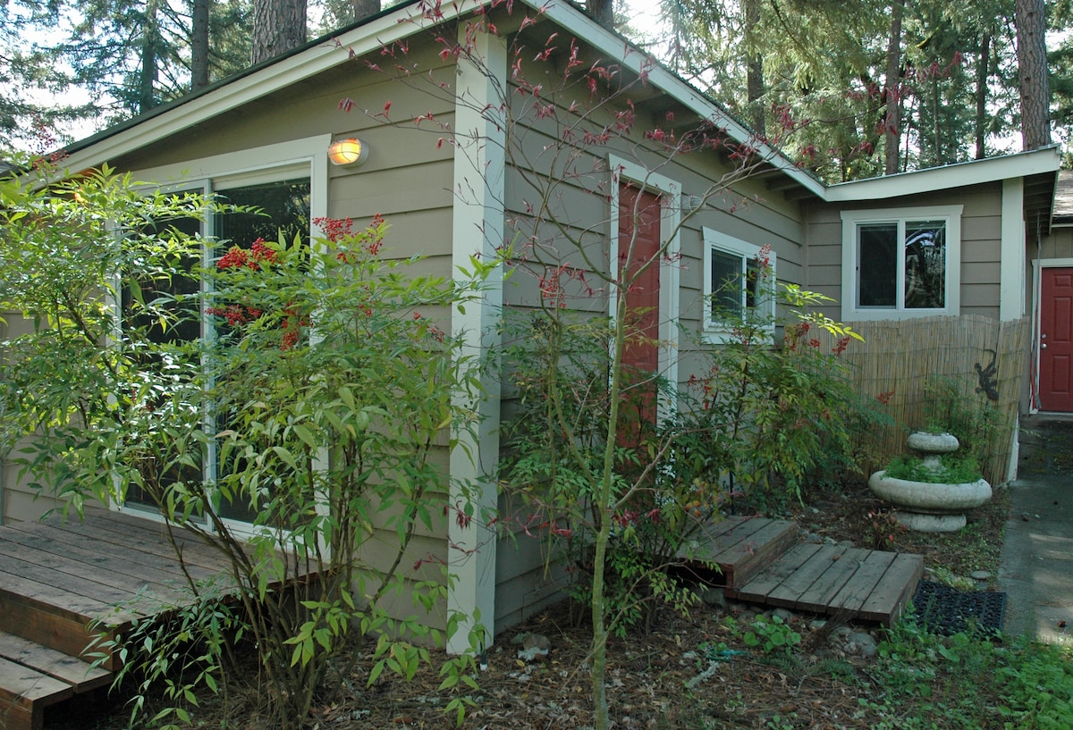 Dream Cottage on the Rogue River