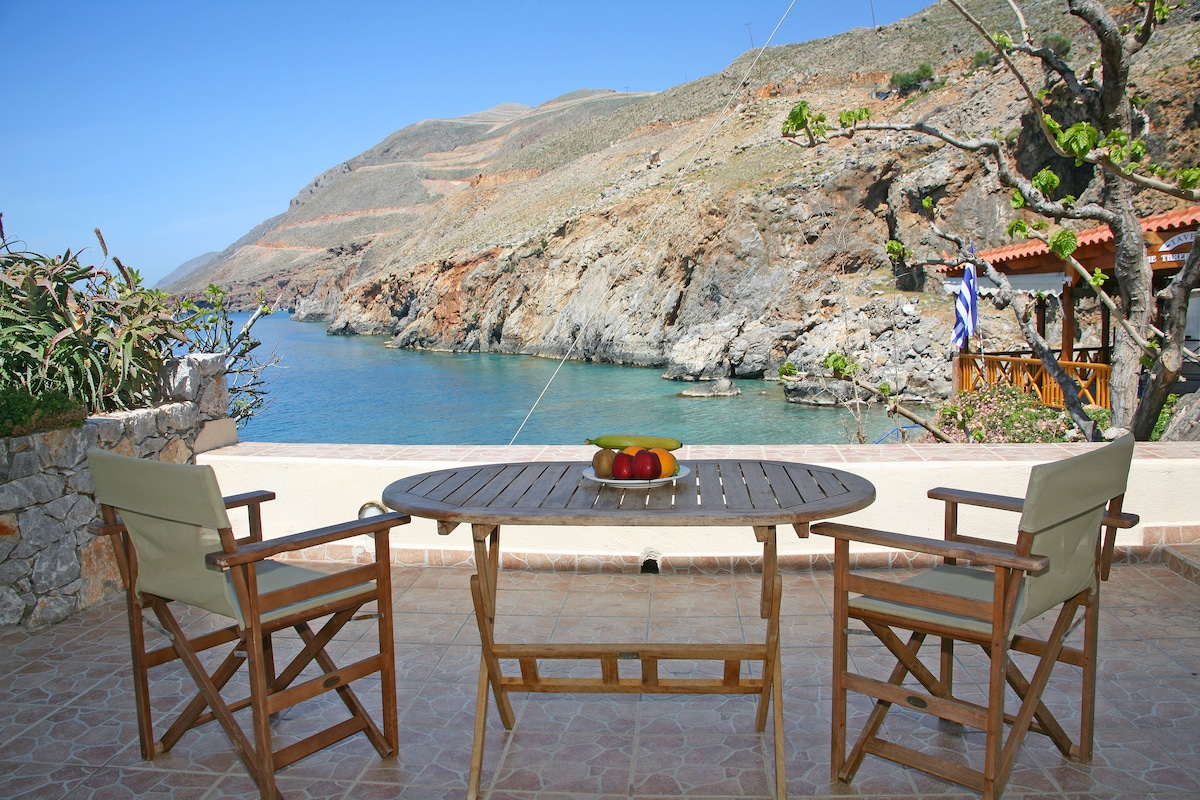 Amazing views to the sea, few steps from Vrysi beach