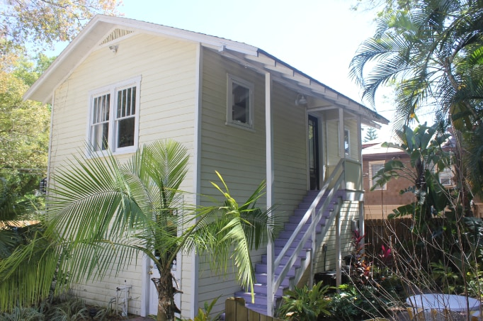 """""""Tropical chic"""" one bed room guest house in the heart of Old Northeast"""