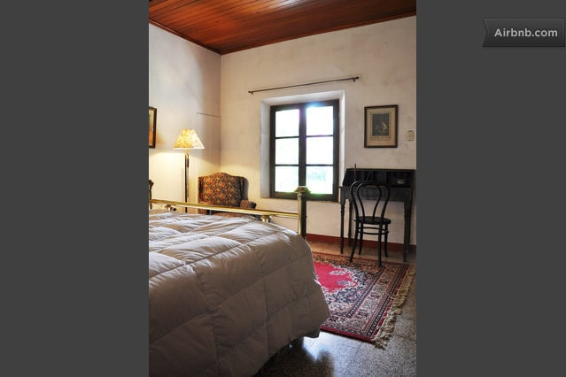 Double bed Room,  you can see the Agua volcano from your bed !