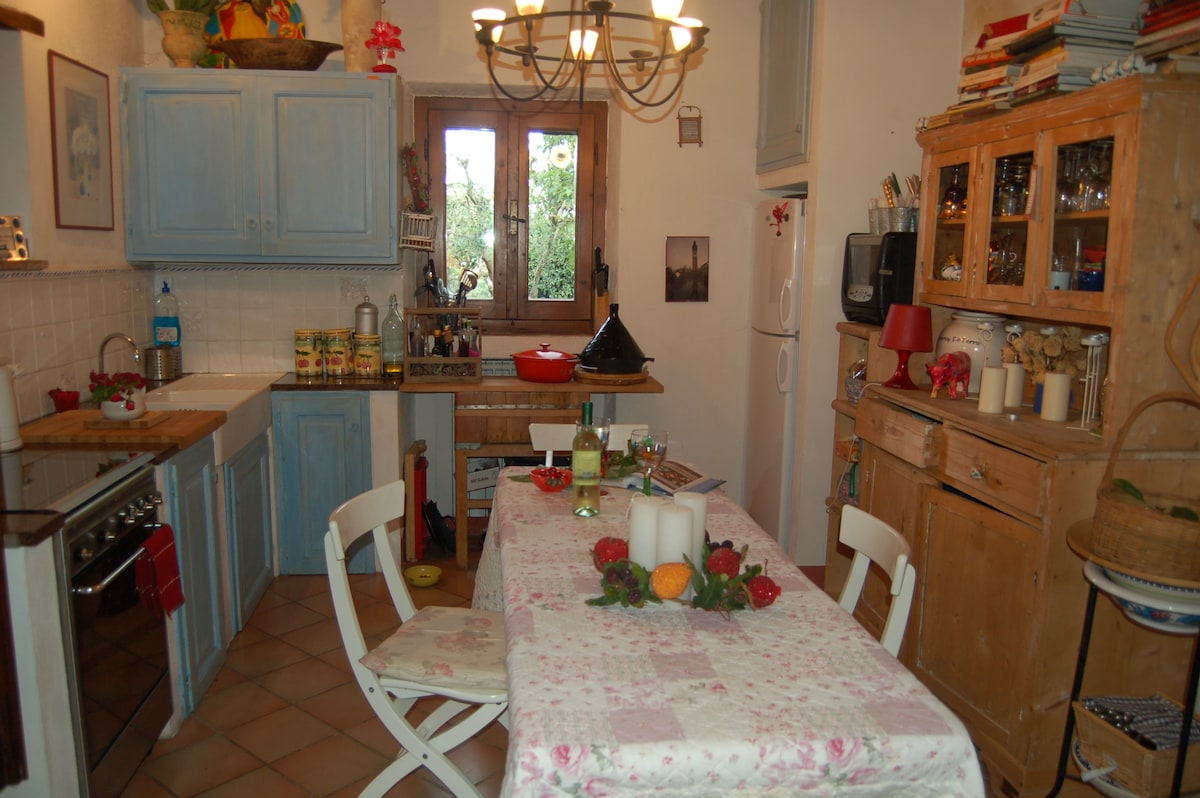 THE  COTTAGE KITCHEN DINING ROOM