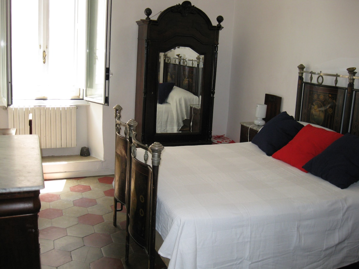 King 'size bedroom 19th century