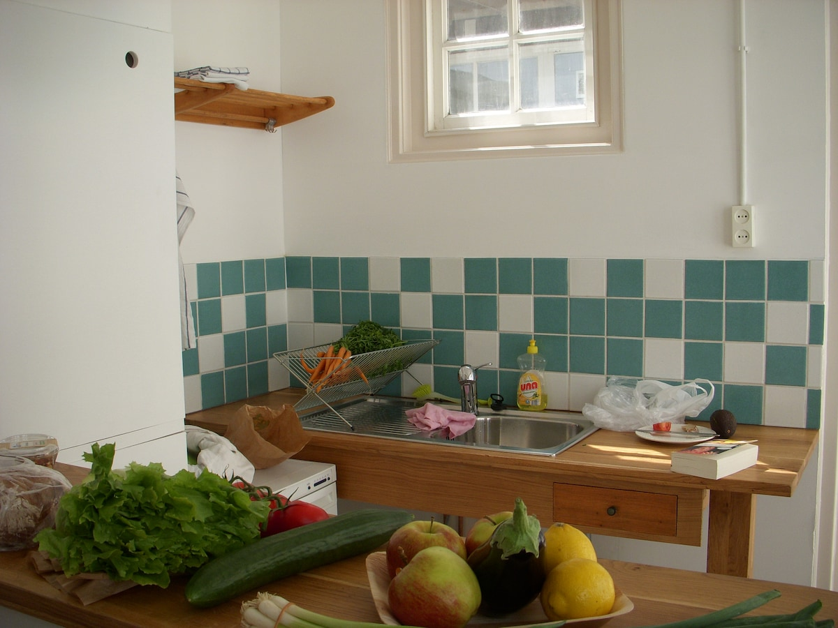 save money on outdoor lunches and dinners: a basic kitchen is included in your appartment!