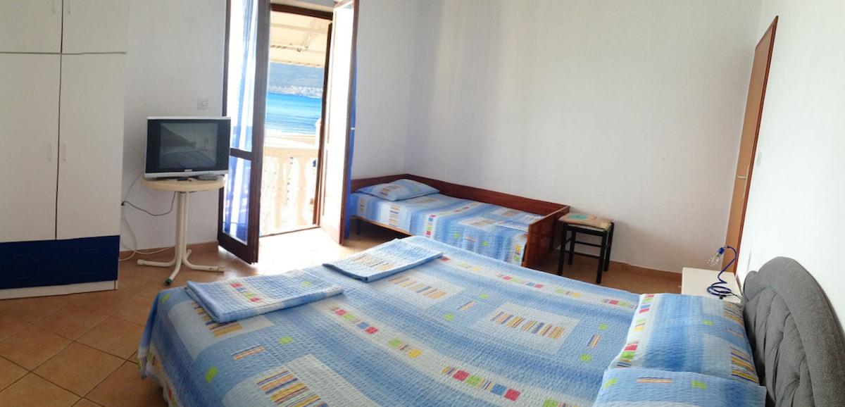 Вилла на берегу моря в Тивате