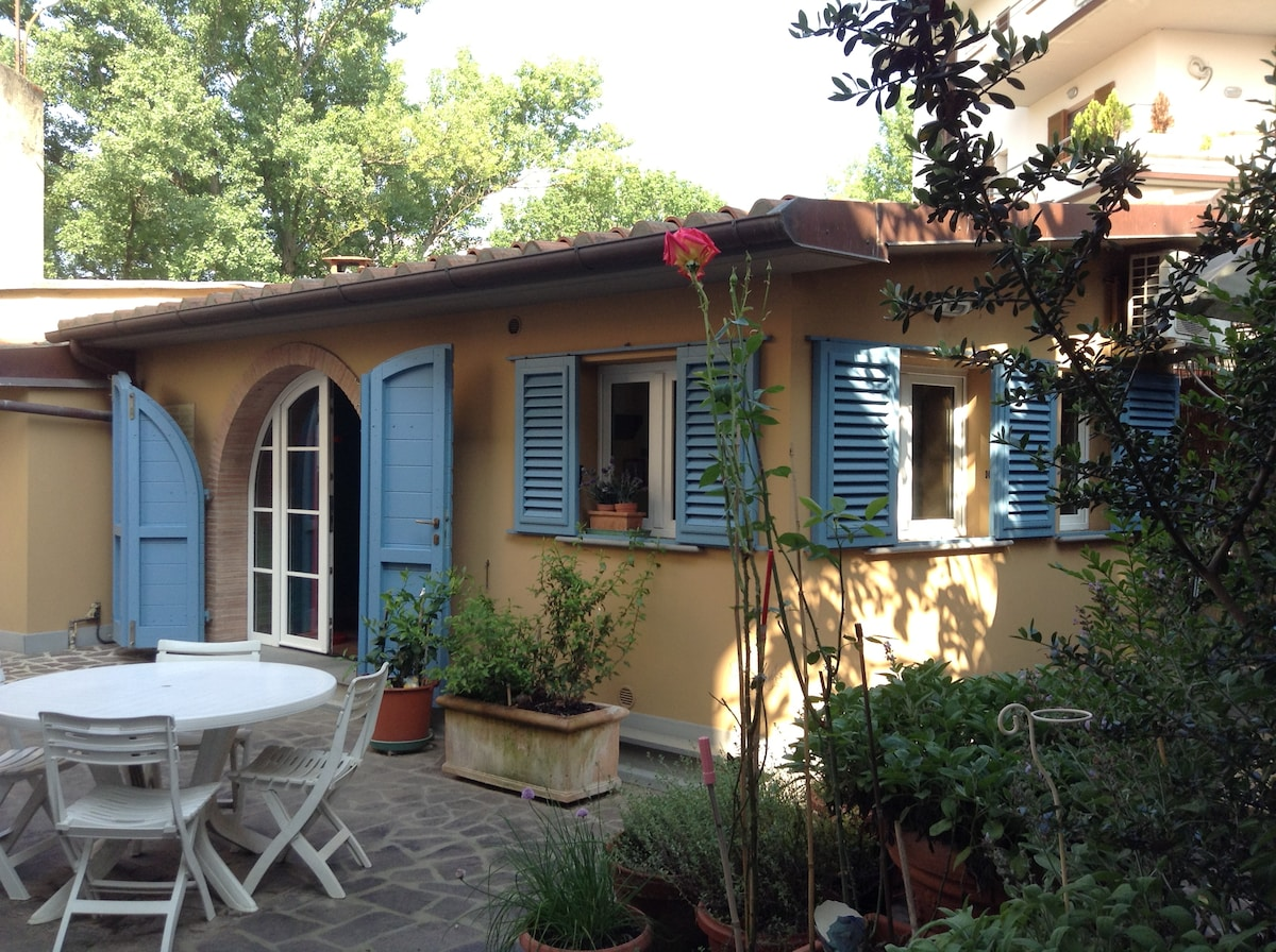 HOUSE IN TUSCANY end of the garden