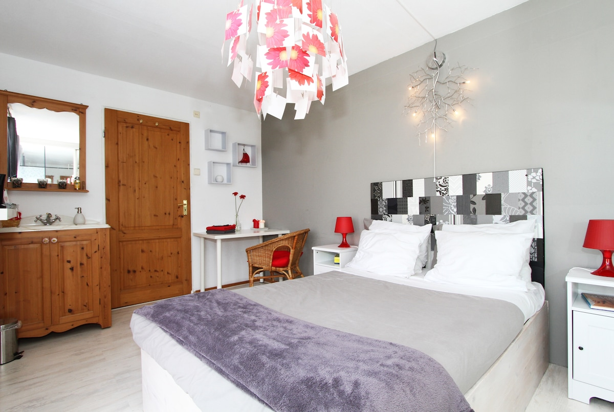 The Room Upstairs - Free parking