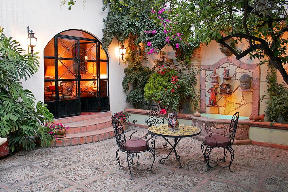 Courtyard Entryway and Fountain of Casa Christina