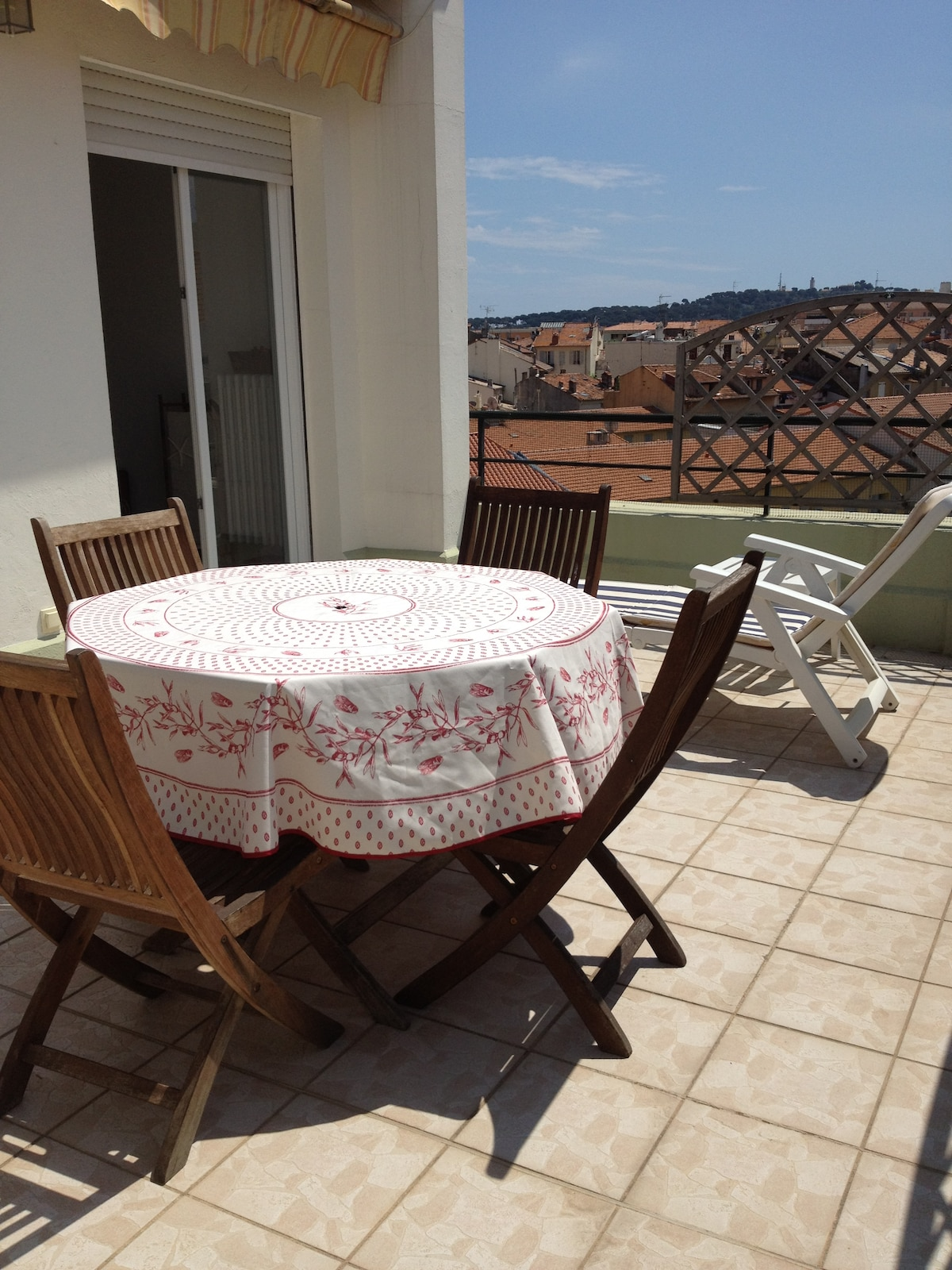 Oversize terrace facing west - perfect for taking chilled wine at the end of the day