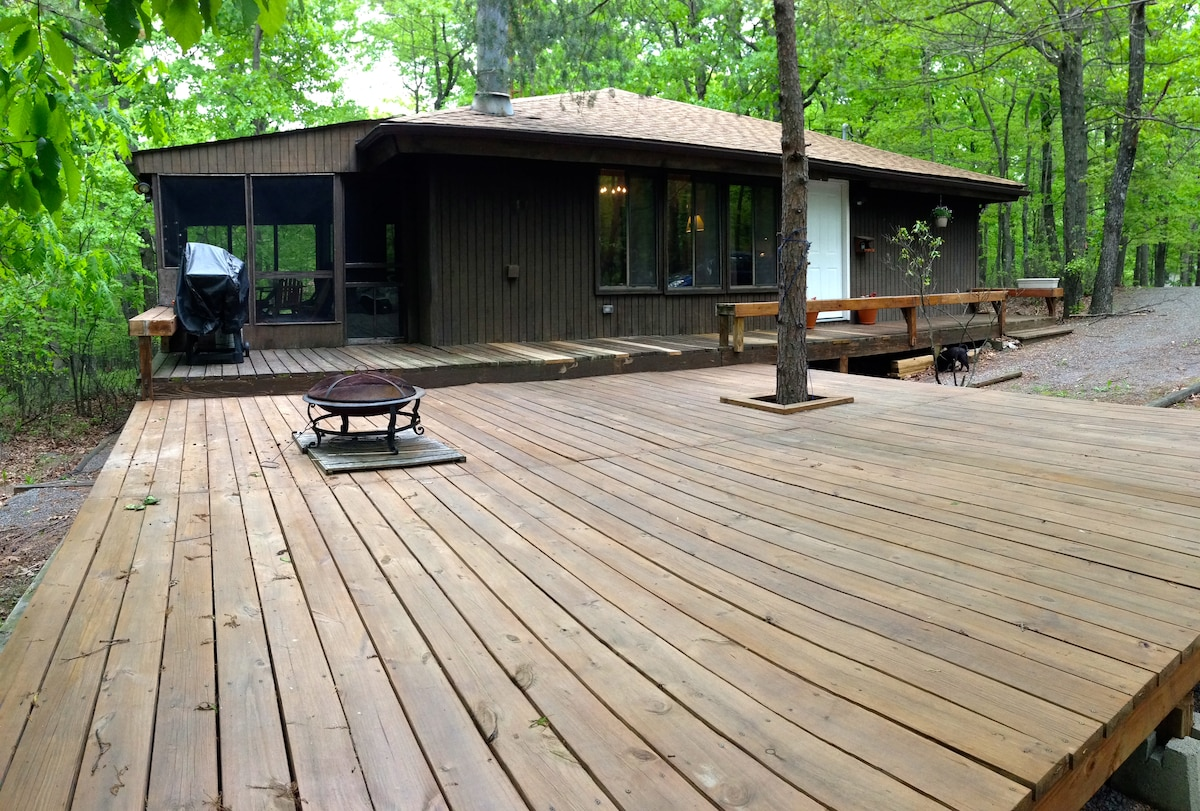 A luxe cabin retreat in the in Sleepy Creek Mountains of West Virginia's Eastern Panhandle...