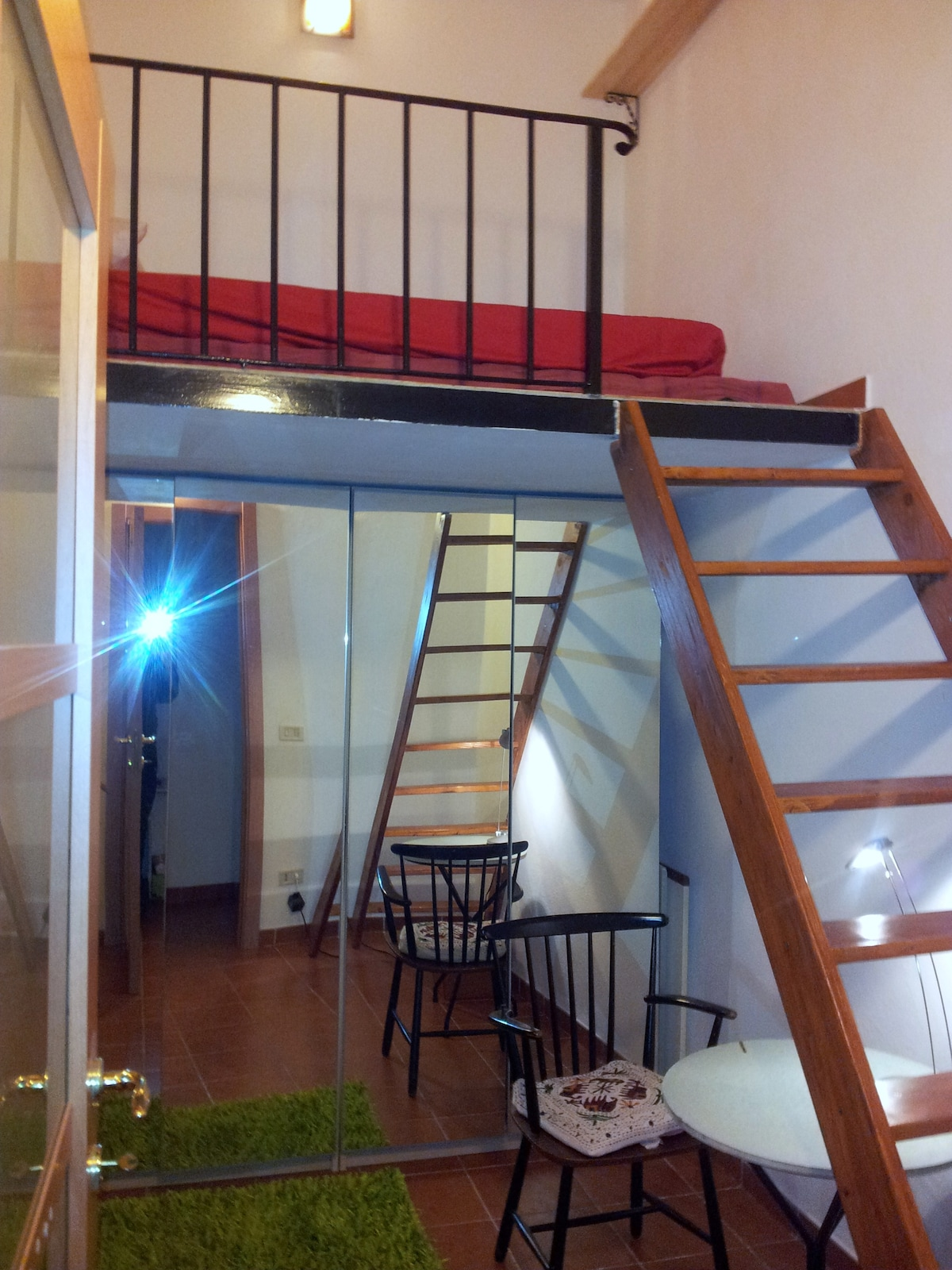 This is the room I let to the guests. A nice loft with a mezzanine. Not too big, but comfortable.