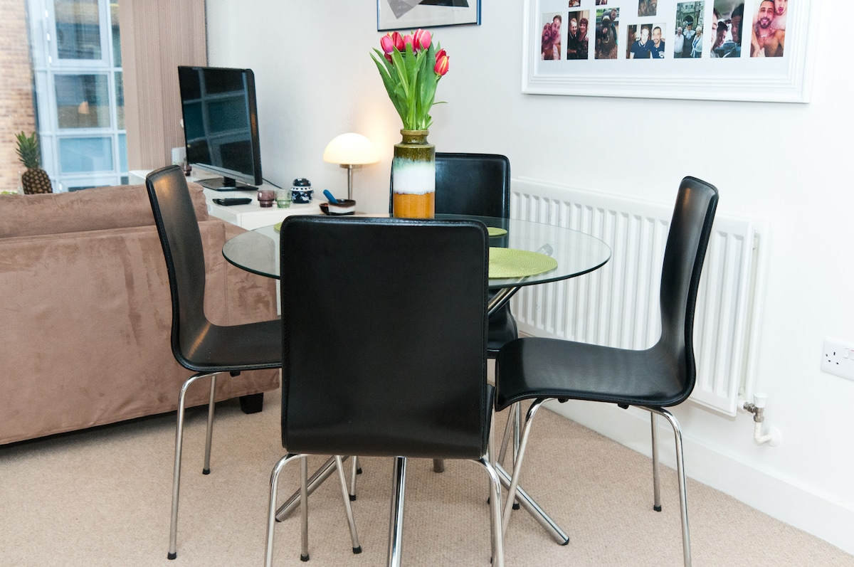 Dining table suitable for four to six people