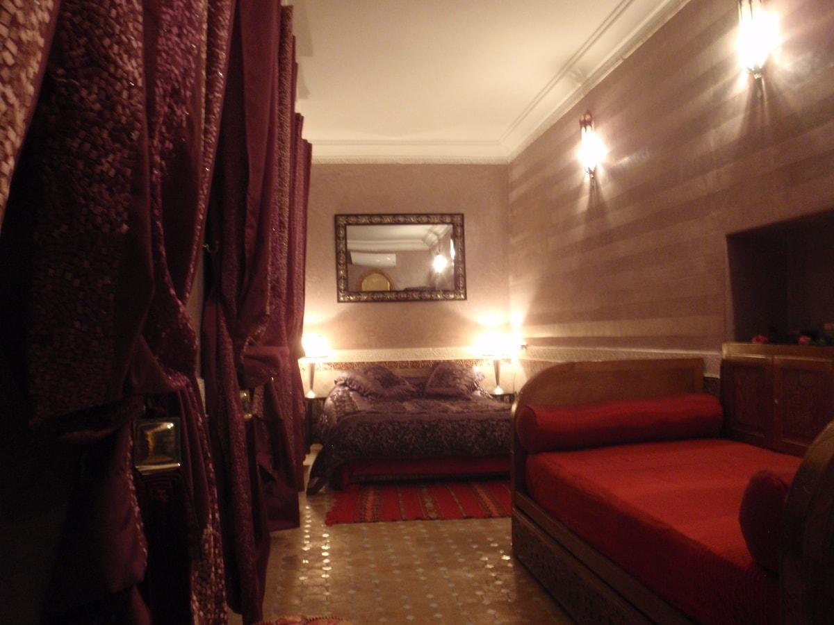 chambre rouge 2 à 4 personnes