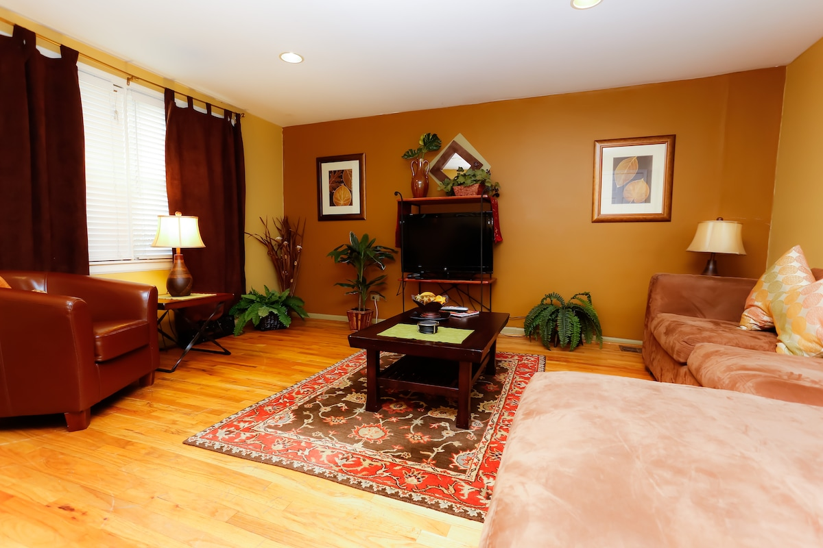 Beautifully furnished 3 bed/2 bath