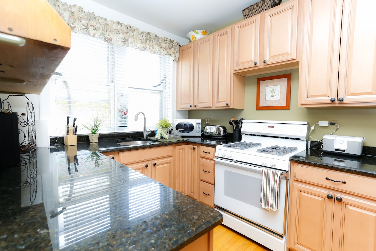 Beautifully furnished 3 bed/1bath 2