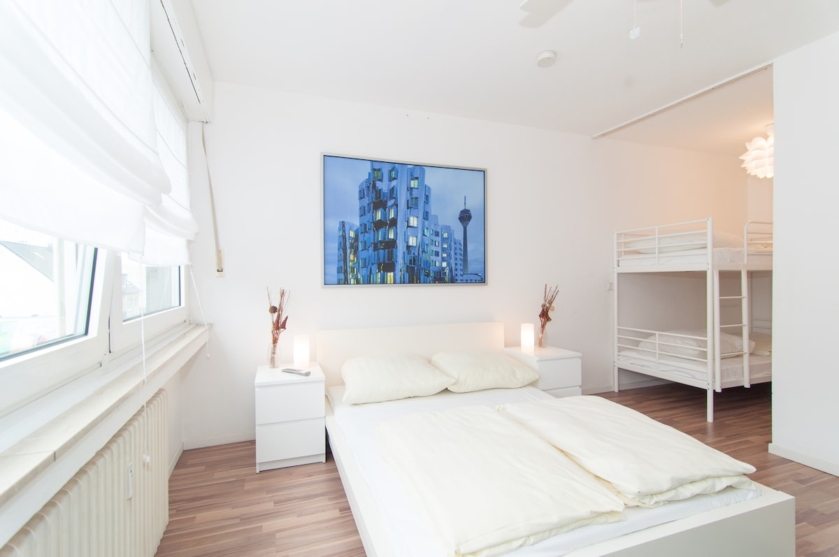 Spacious Studio Near Rhine Tower