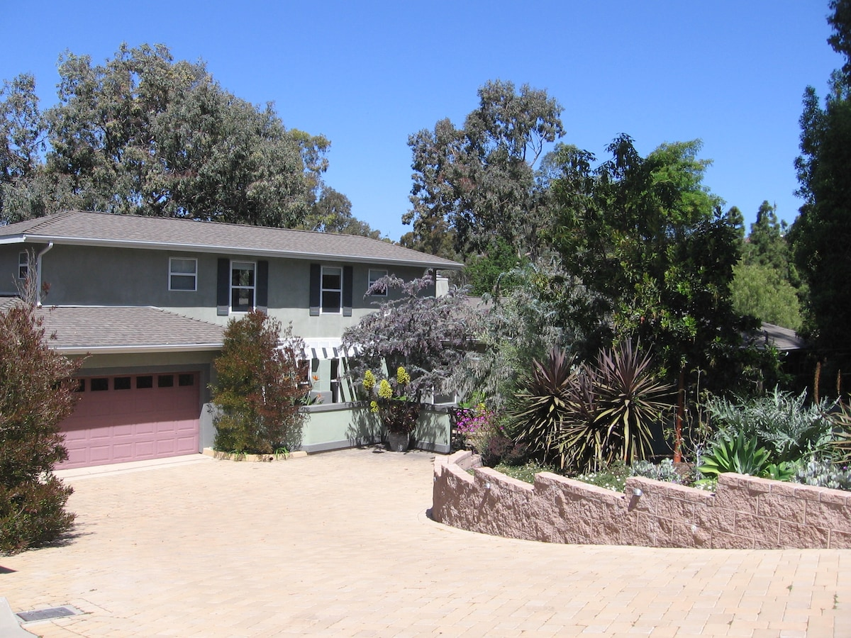 House w/ front yard