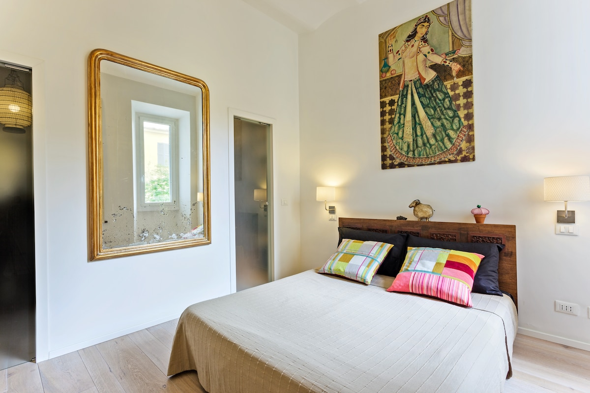 The master bedroom offers an small studio with books, games and Internet WiFi connection