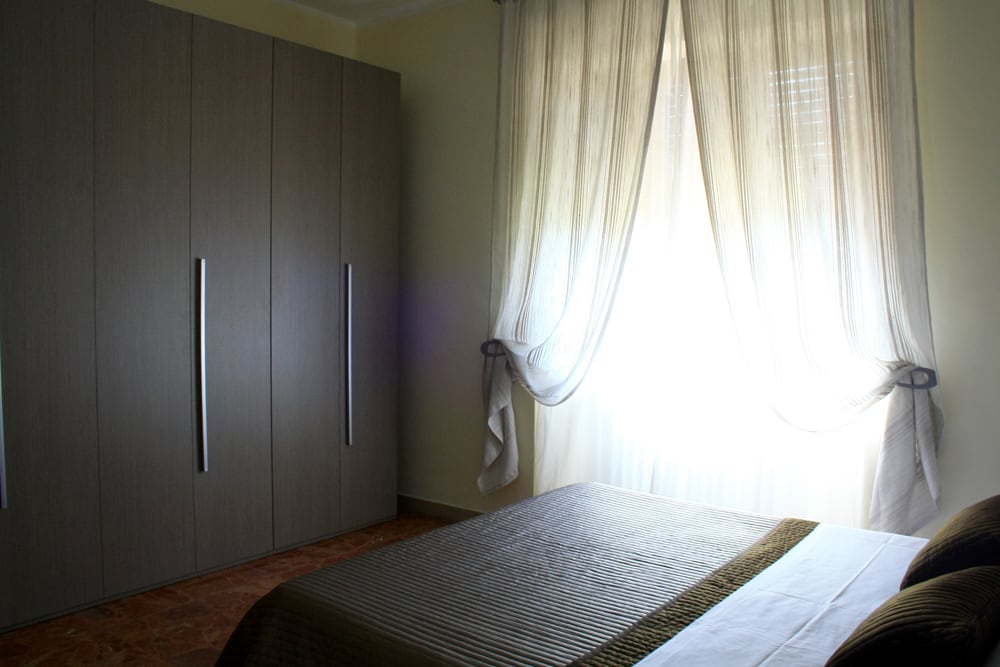 SULMONA rent ROOM with living room