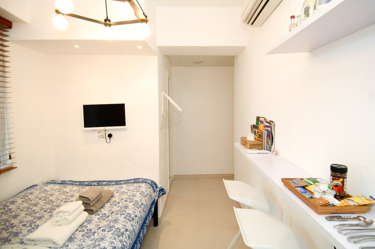 Great (small) studio in Wanchai
