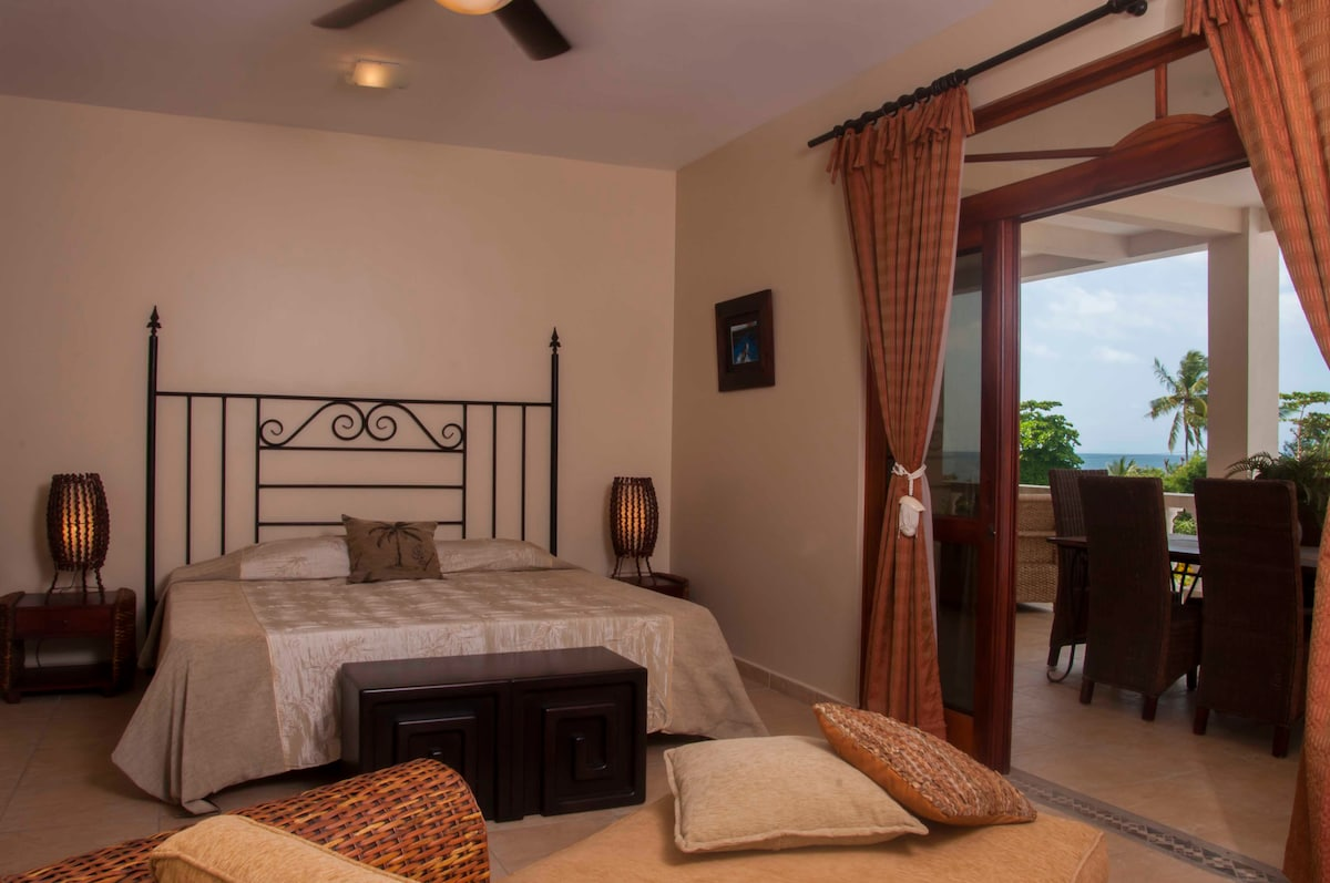 King Size Bed with Ocean front view, watch the gorgeous sunset every night