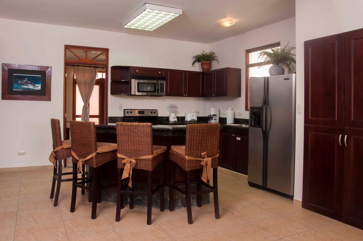 Great fully equipped kitchen and breakfast bar for all your entertainment needs