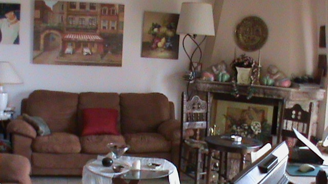 Two indipendent living rooms,one (above)  Televisions to all  rooms , living rooms,,stereo for music available in the apprtmnt.