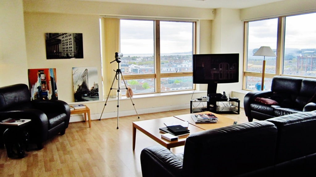 Gorgeous, Clean, Peaceful apartment on the Liffey River -Charlotte Quay Dock.