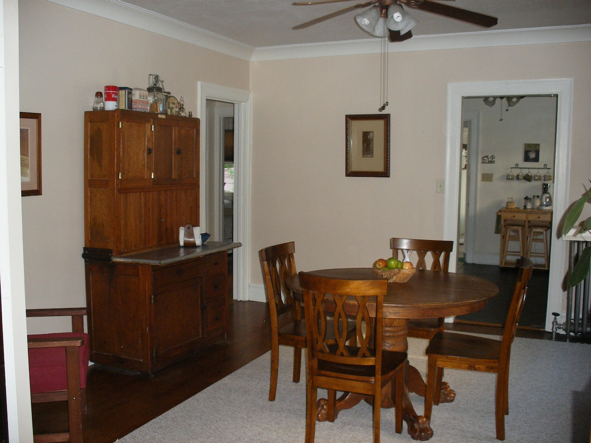 dining room with antique furnishings