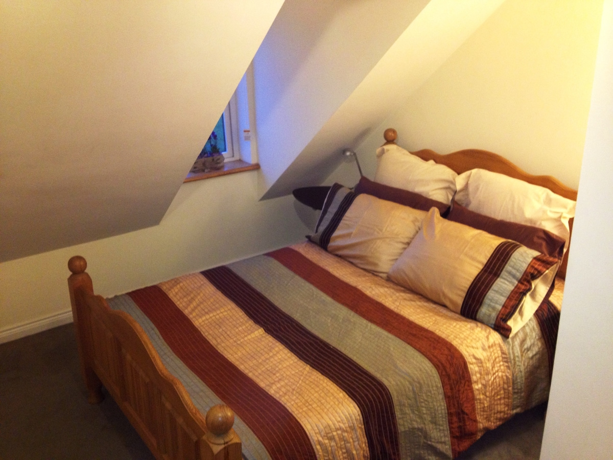 Double room (with separate bathroom)