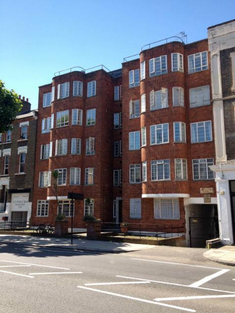 Chesney Court is a 1930's art deco block. The flat is on the third floor