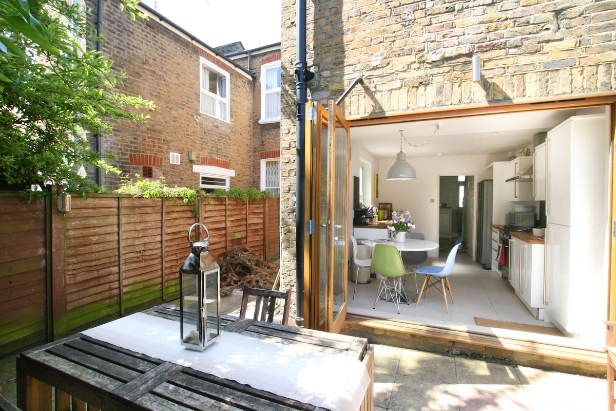 Stylish house close to river thames