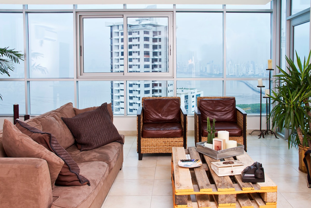 Living Room with stunning view of the Pacific Ocean and Panama City