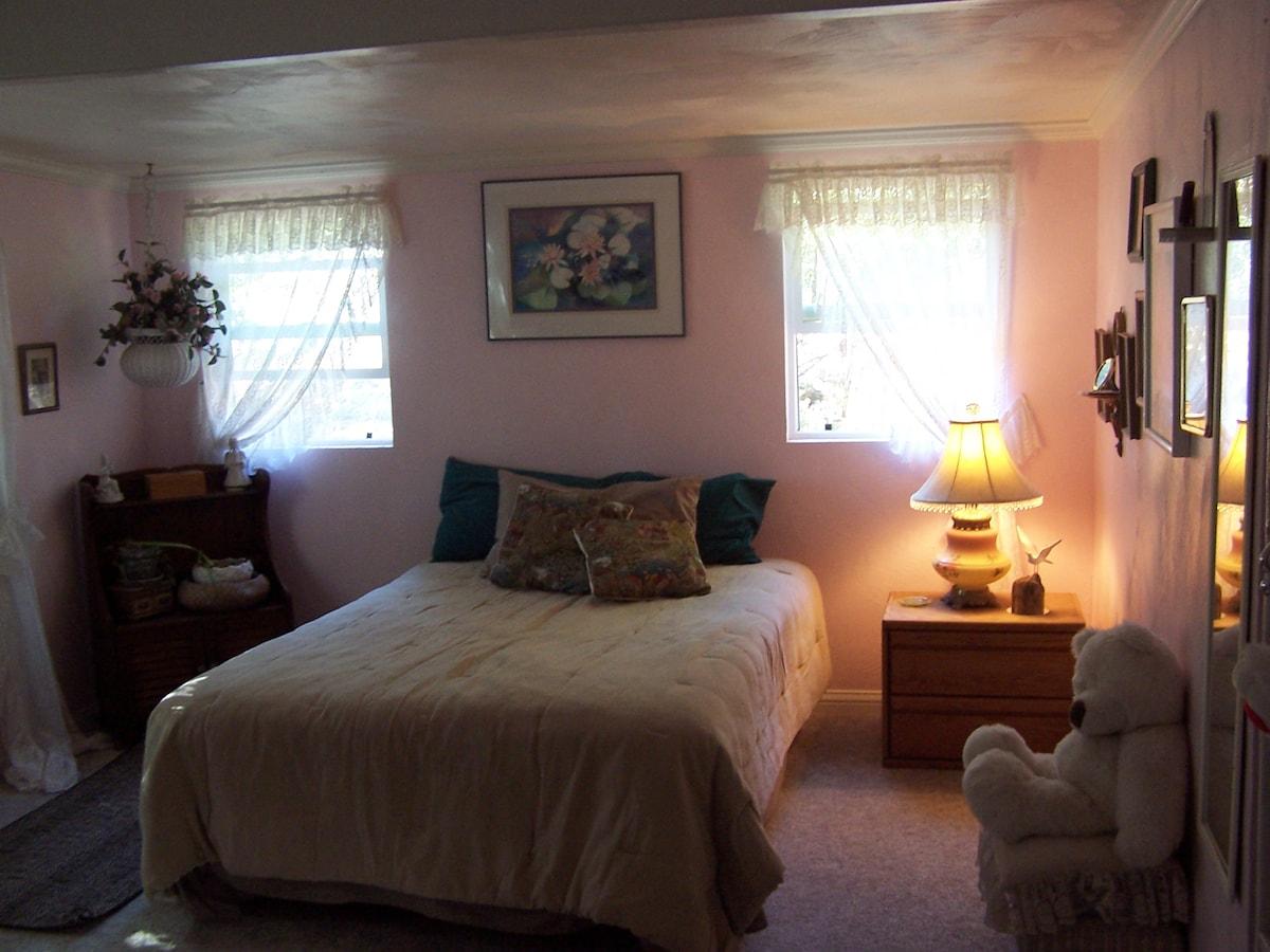Master Suite Full Bed