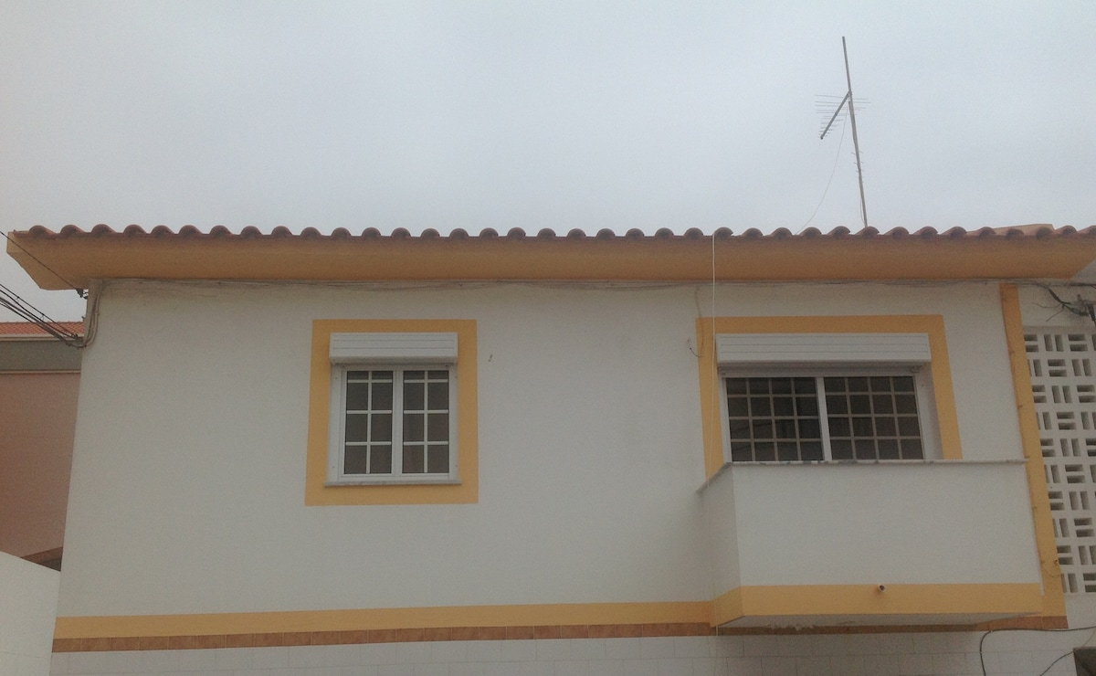 House 100m across the beach Peniche